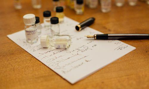 laboratoire-parfum-note-cahier-marketing